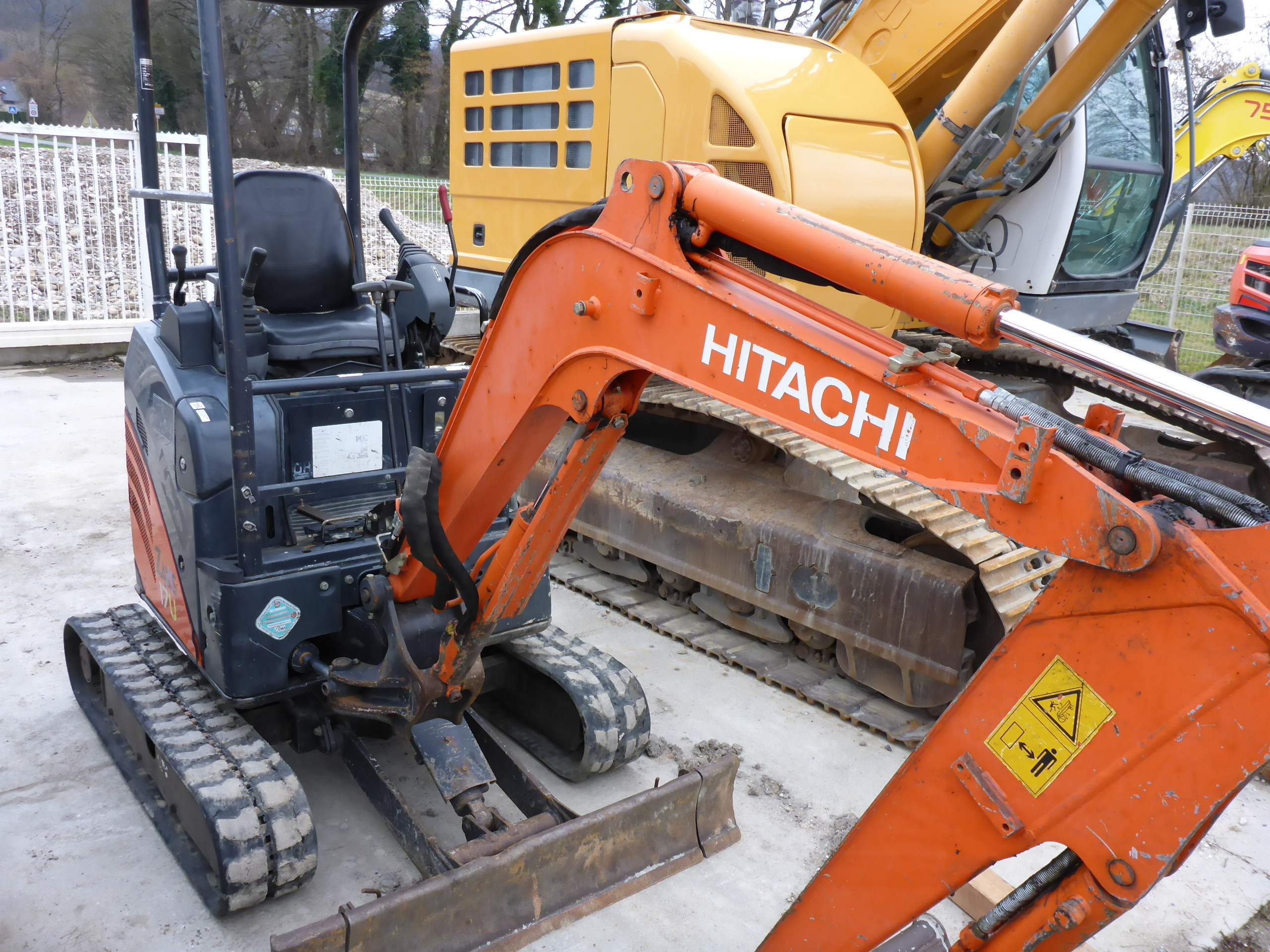 2010 - Hitachi ZX17U-2YLP