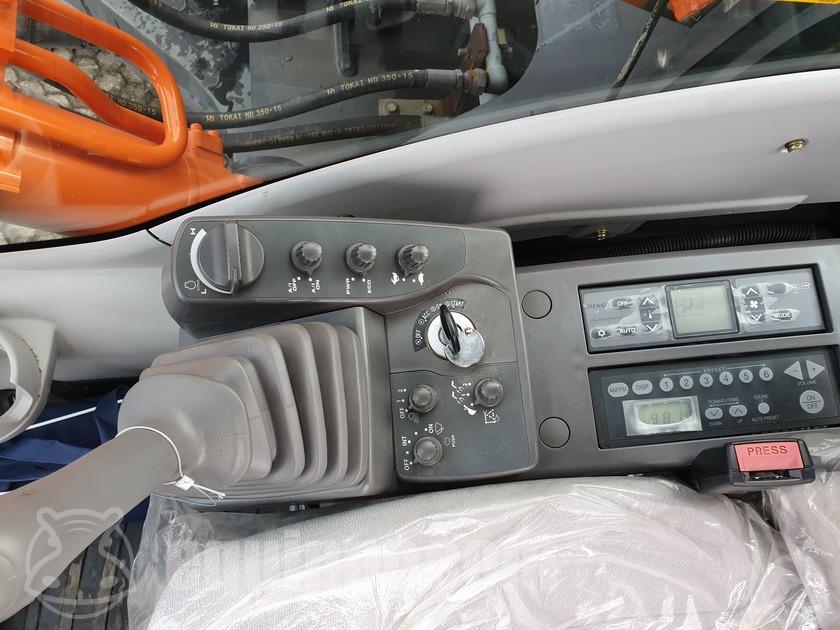 2015 Hitachi ZX220LC-GI